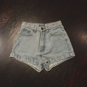 HIGH WAISTED LIGHT WASH DENIM SHORTS